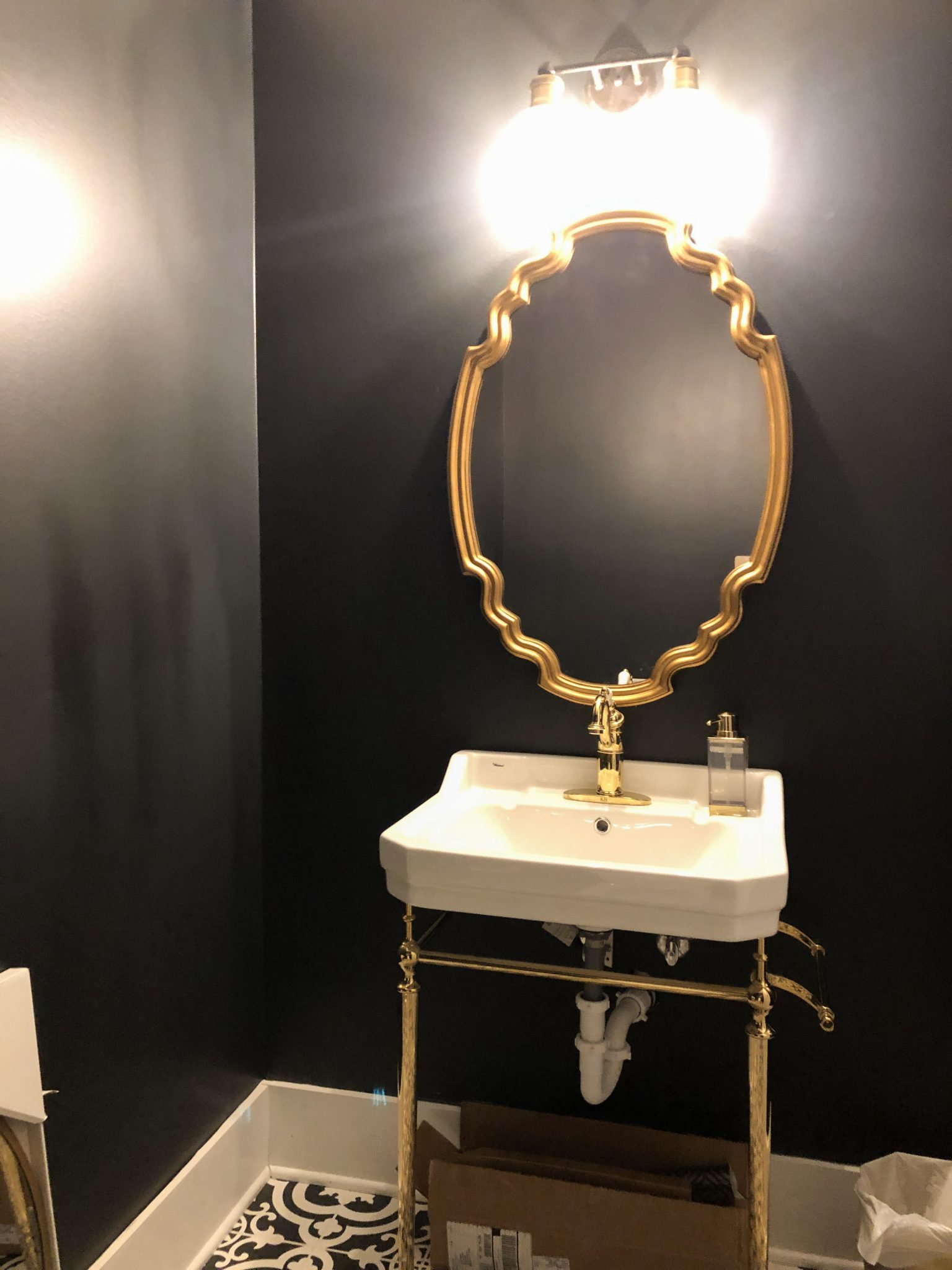 olivia quinlan style and design powder bath